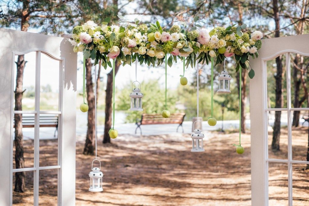 Rustic wedding arch design