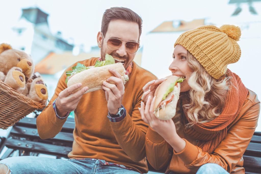 couple eating