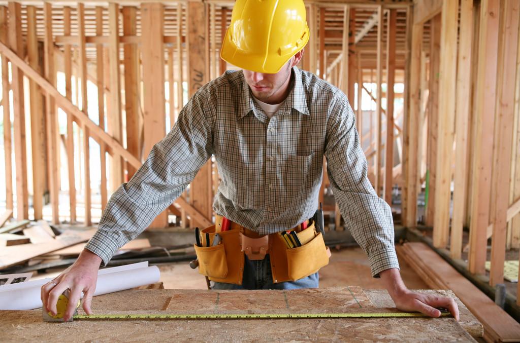 contractor measuring