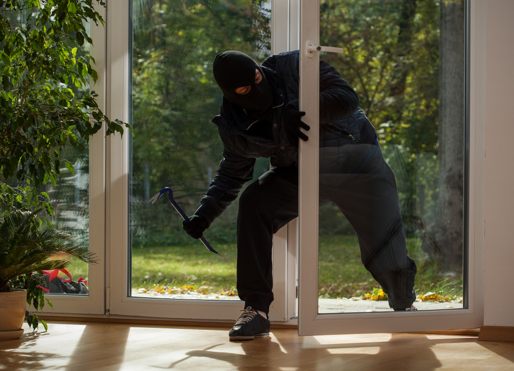 a house thief breaking in